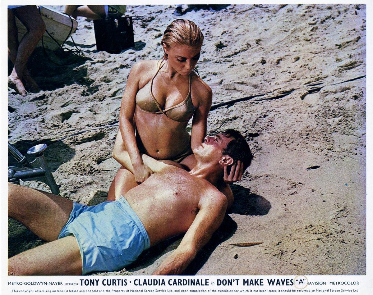 Tony Curtis Sharon Tate Dont Make Waves 1967