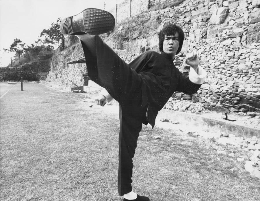 Bruce Lee behind the scenes of Enter the Dragon