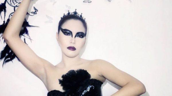 Black Swan Cosplay Yelle