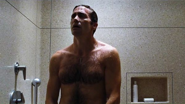 Jake Gyllenhaal Opposes Baths and Showers